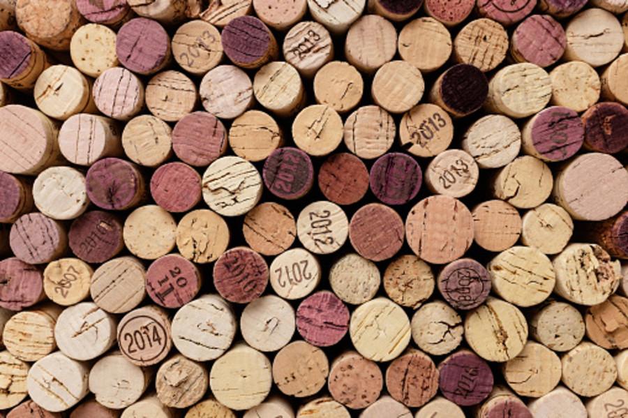 1,5 miliardi di tappi di sughero per assicurare al vino la qualità migliore