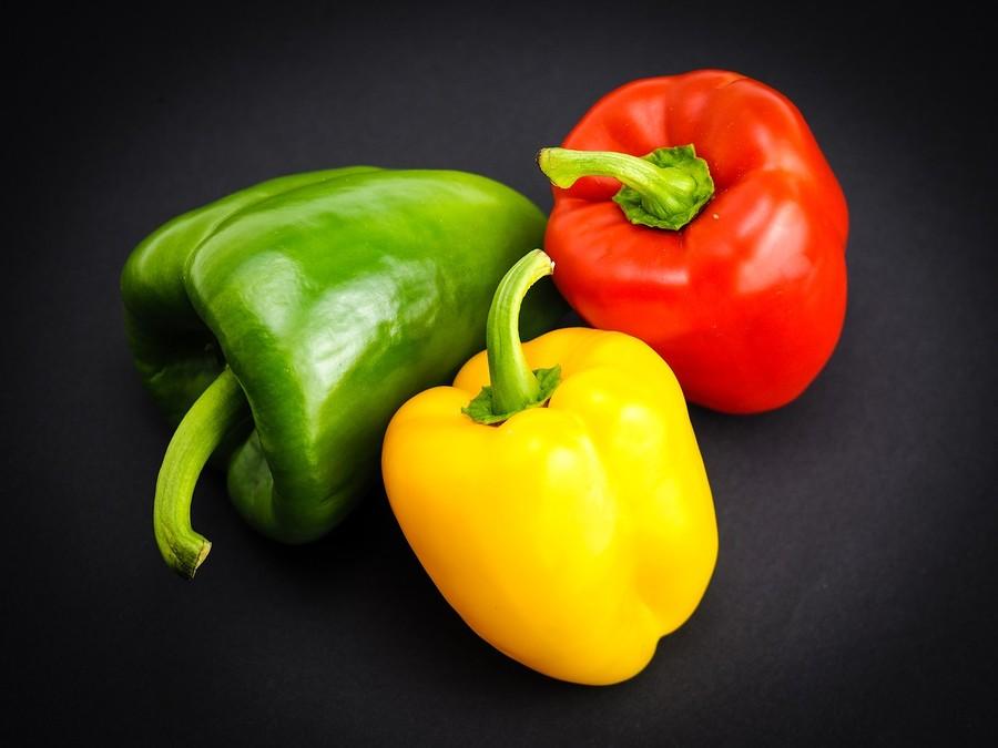 Verdi gialli arancioni o rossi: ecco i peperoni
