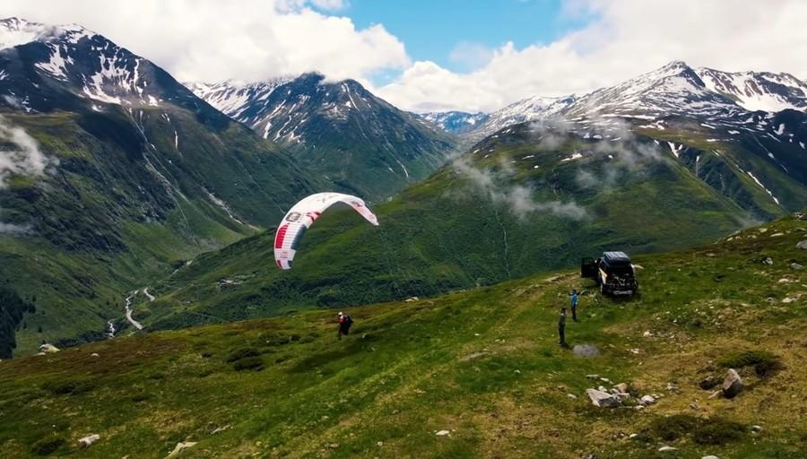 Tenacia, costanza, impegno: in parapendio attraversando le Alpi