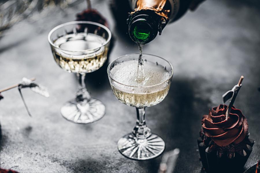 C'è pure chi ha il coraggio di vedere mezzo vuoto il bicchiere di Champagne